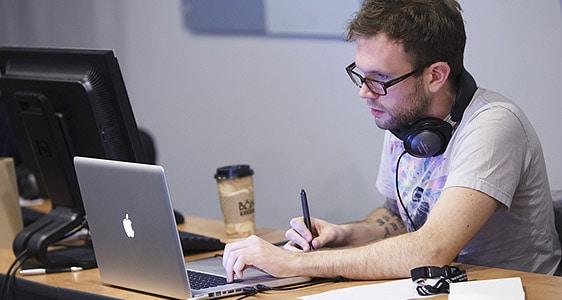 pisanie laptop